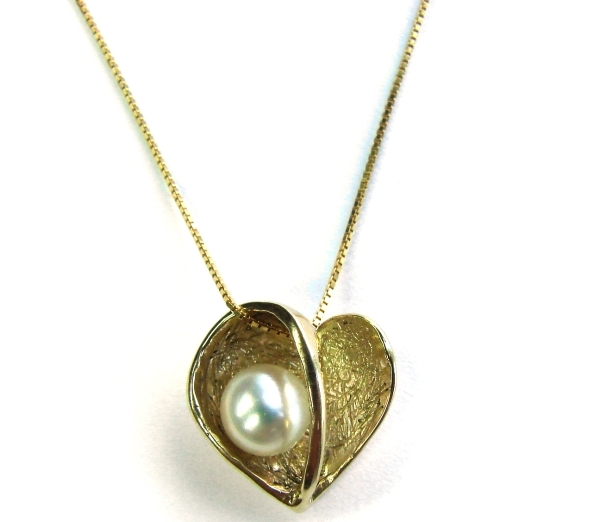 Elegant Style Yellow Gold Necklace with a Heart Shaped Pearl Pendant