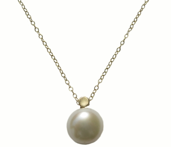 Yellow Gold Necklace with a Pearl Pendant