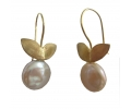 Vintage Gold Plate Earrings with a Mother Pearl Gemstone