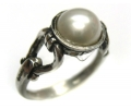 Vintage Style Silver Ring with a Pearl