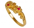 Vintage 18k Gold Ring with Rubies side view