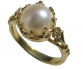 Vintage Style Gold Ring with a Pearl