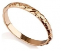 Delicate and feminine wedding gold ring - side view